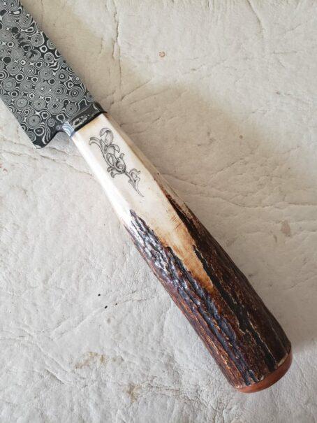 Cabo de ciervo axis con scrimshaw de scroll francés